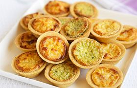 Mini quiches with Dourthe La Grand Cuvée Sauvignon Blanc