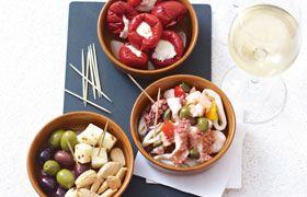 >Picnic tapas with Marques de la Cruz Garnacha Rose