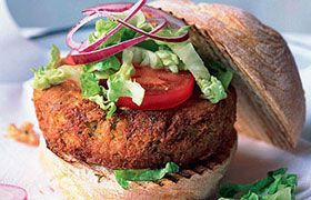 >Feta and falafel burgers with Fishhoek Shiraz