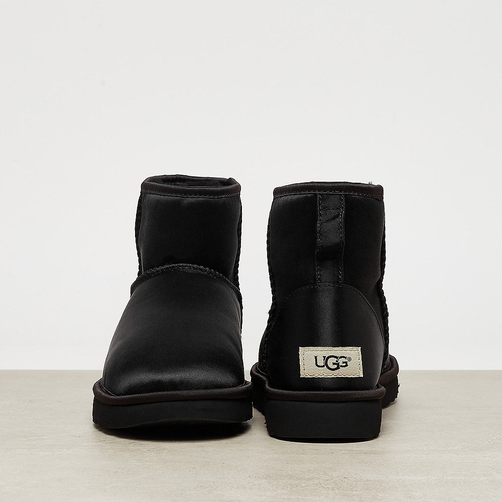 UGG Classic Mini Satin black