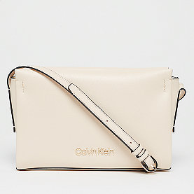 Calvin Klein Avant EW Crossbody light sand