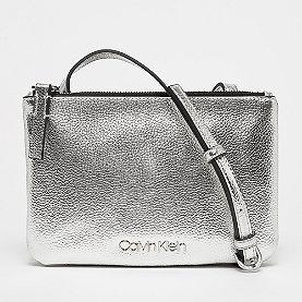 Calvin Klein Must EW Crossbody Met silver