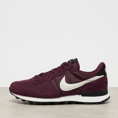 NIKE Internationalist Wmns burgundy crush/summit white-black