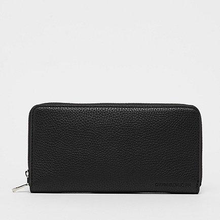 Calvin Klein Ultra Light Zip Around black