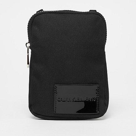 Calvin Klein Sport Essential Phone Crossbody black shine