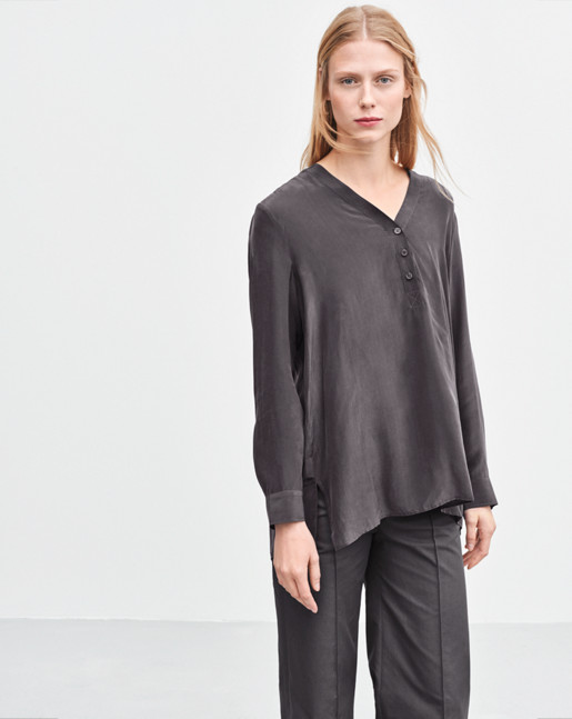 V-neck Popover Blouse Coal