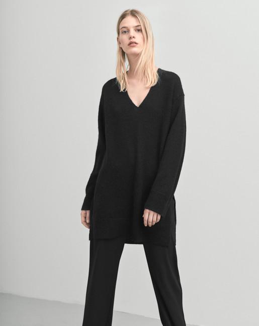 Long V-Neck Pullover