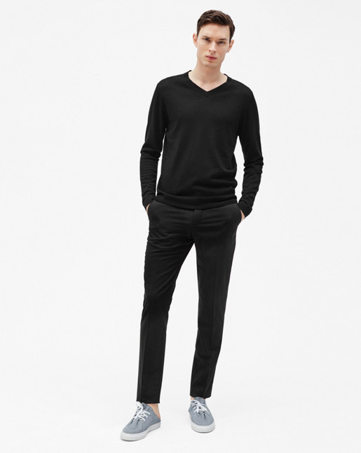 Fine Merino V-Neck Sweater Black