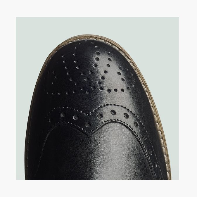 Zyris Vienna in zwart leer, brogue detail