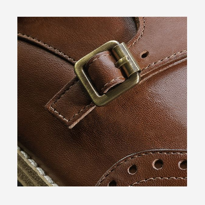 Zyris Vienna in Dark Tan, buckle detail