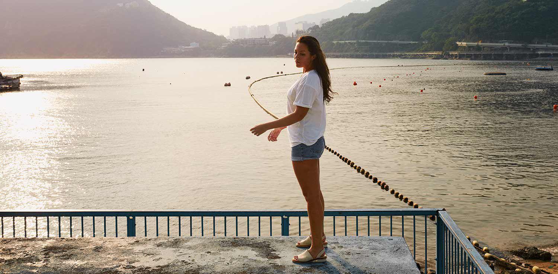 Mia Kang à la plage