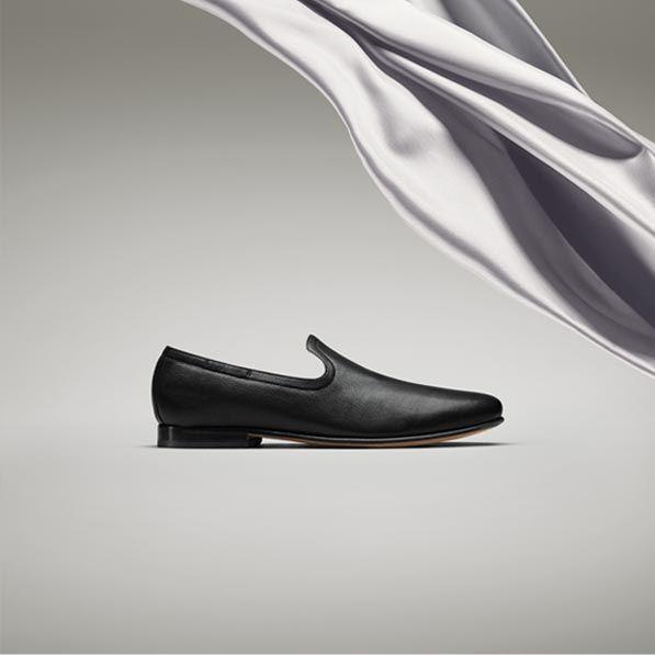 Form Step, mens black leather slip-ons
