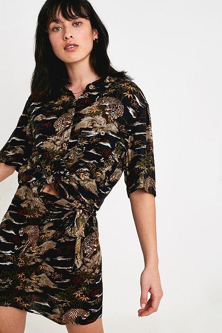 c884810091 UO Jungle Print Souvenir Shirt
