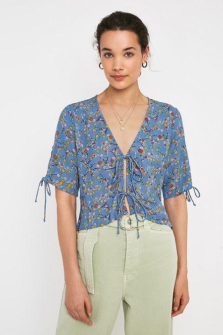 692d544afa142 UO Faith Floral Print Tie-Front Blouse