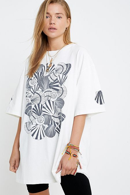 7897998be0e83 UO Shell Print Oversized T-Shirt
