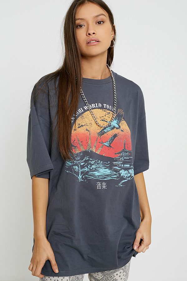 "Urban Outfitters – Dad T Shirt ""World Tour"" by Urban Outfitters Shoppen"
