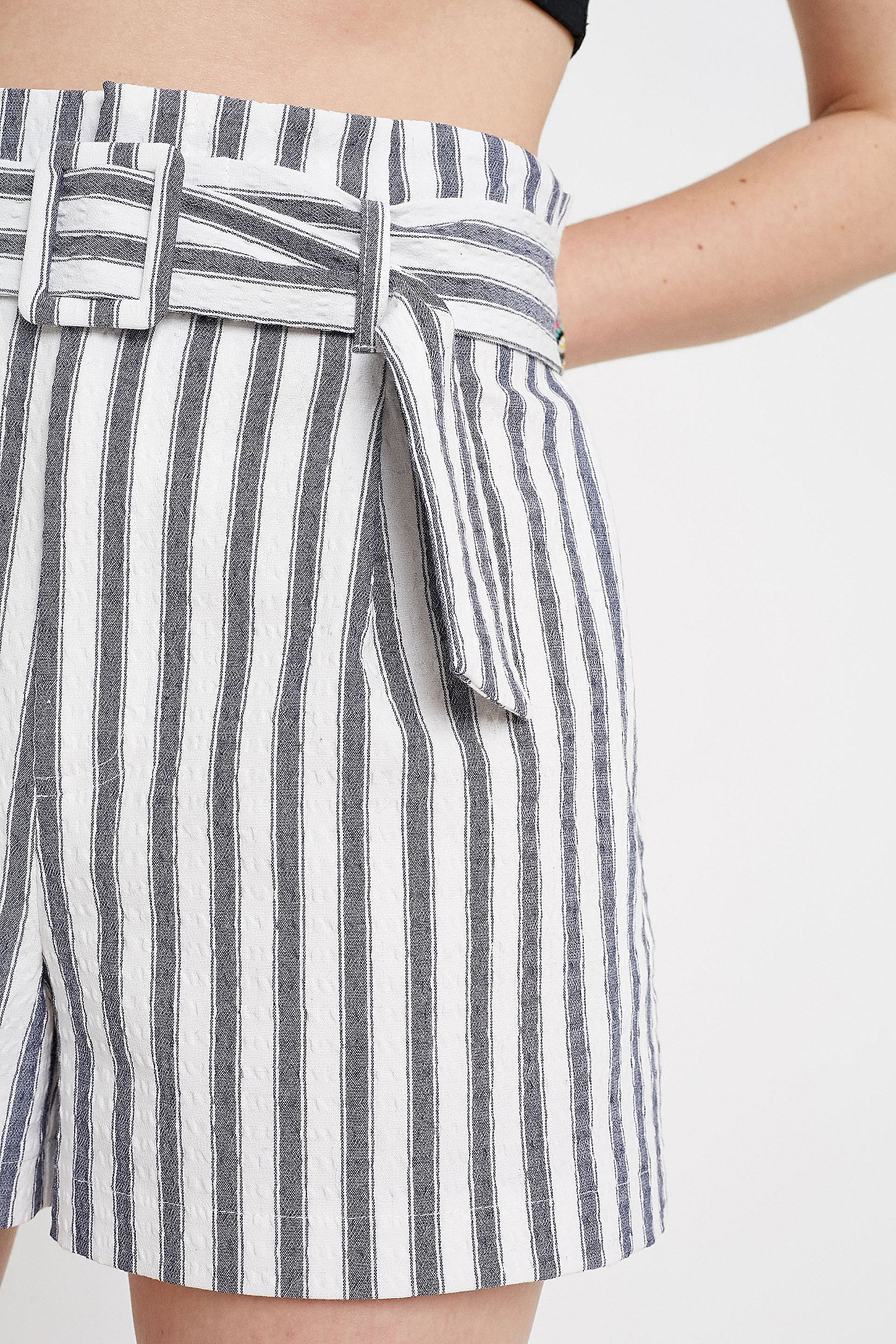 "6ea699a7ce743d Slide View: 4: Urban Outfitters – Gestreifte High-Waist-Shorts ""George"