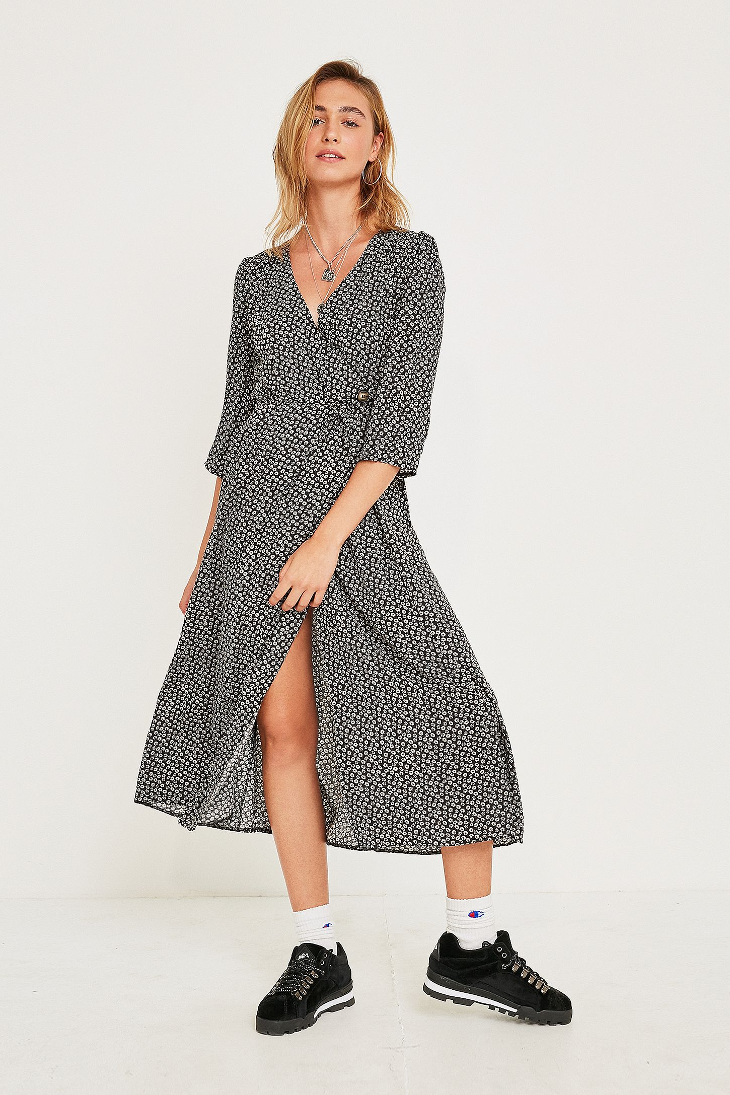 0eeb01cae351 UO Black Floral Relaxed Wrap Midi Dress | Urban Outfitters UK