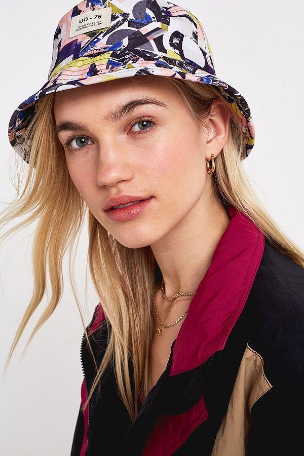 39124308519 UO  80s Printed Bucket Hat
