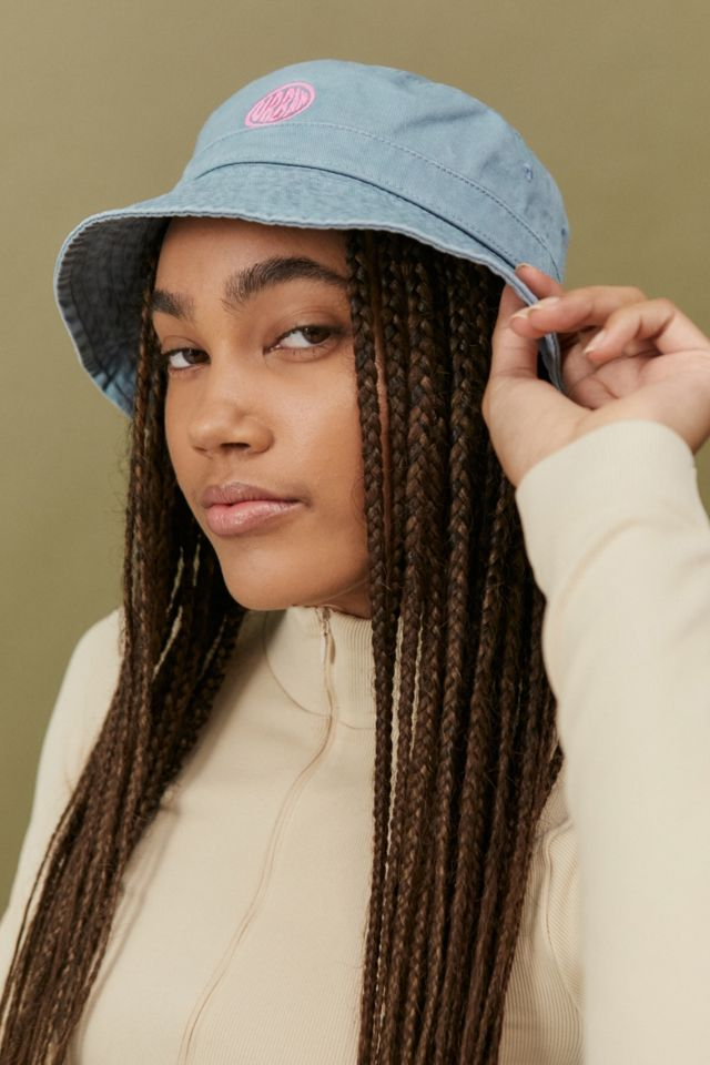 Woman wearing denim UO Bubble Logo Canvas Bucket Hat