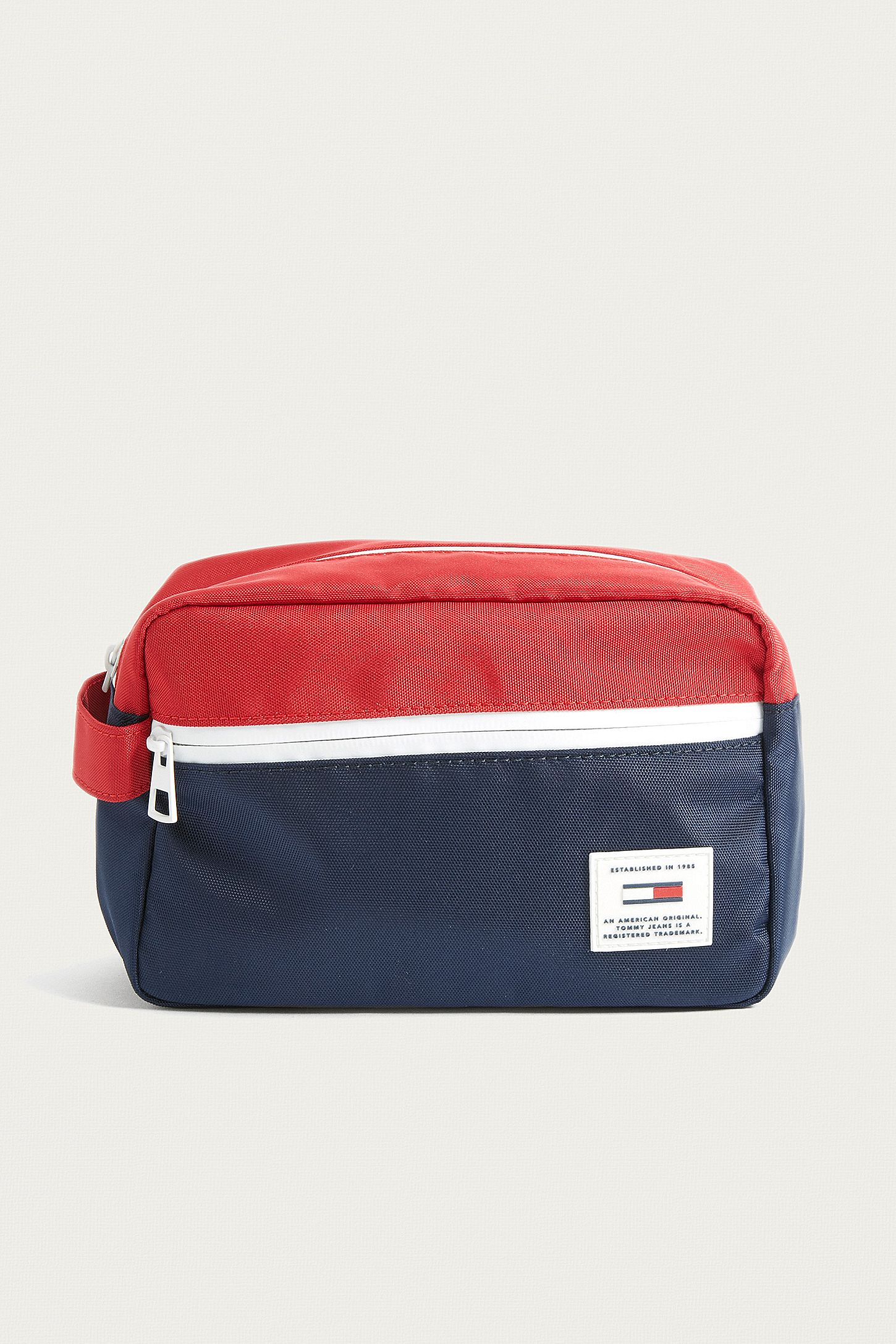2dc6a20f22c Tommy Jeans Original Wash Bag   Urban Outfitters UK