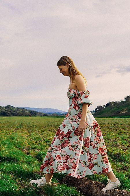 2d1ea0097bb125 Laura Ashley UO Exclusive Georgia Off-The-Shoulder Midi Dress