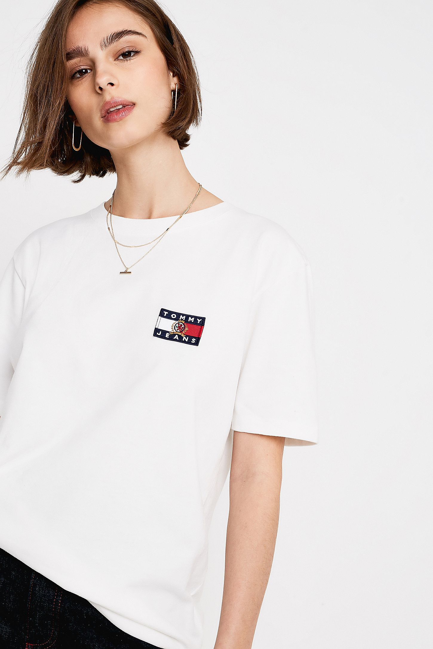 21bbf6e7 Tommy Jeans Crest Collection White Flag Logo T-Shirt | Urban ...