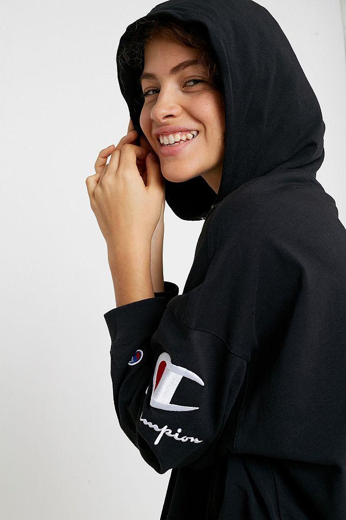 Champion – Kurzer Hoodie mit Logo am Ärmel