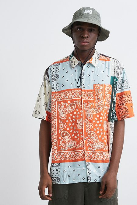 bd11d9ccca9 UO Patchwork Print Short-Sleeve Linen Shirt