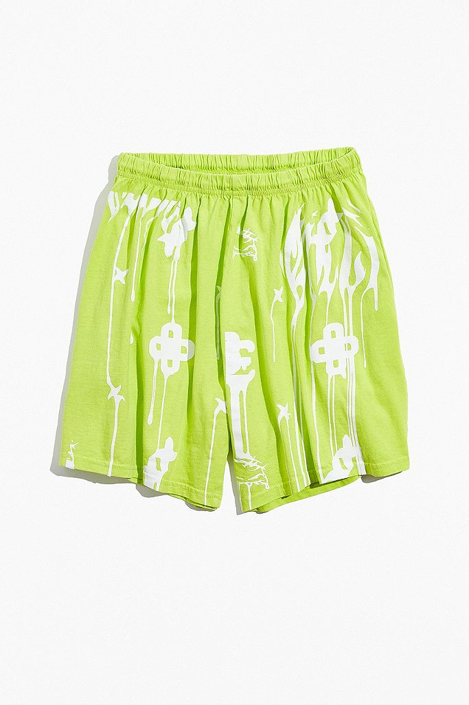 Billie Eilish Urban Outfitters Exclusive Shorts In Limettengrun Mit Print Urban Outfitters De