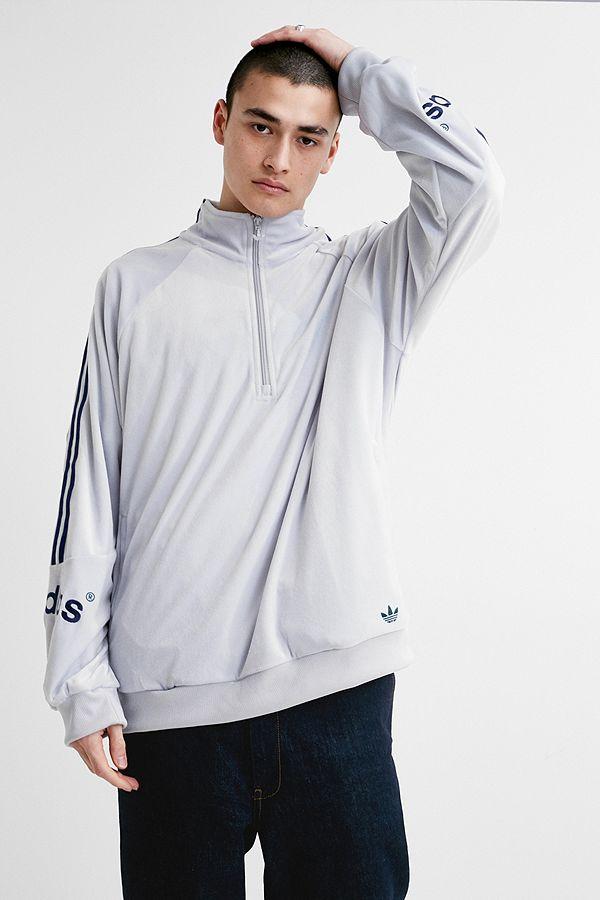 adidas-–-trainingsoberteil-aus-velours-in-weiß by adidas-shoppen