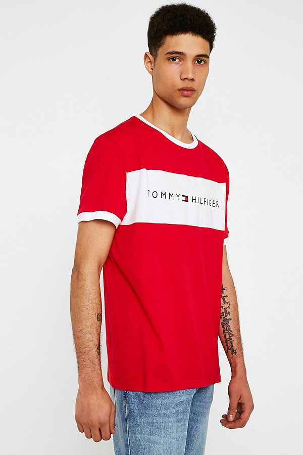 1373c2373 Tommy Hilfiger Red Flag Logo T-Shirt | Urban Outfitters UK