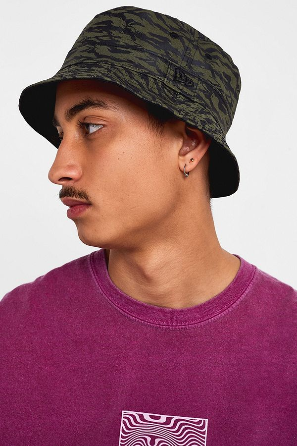 4400cf2b4318a0 Slide View: 1: New Era UO Exclusive Reversible Camo Nylon Bucket Hat