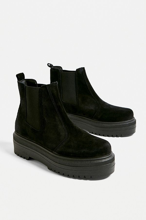 """best sneakers 2b12d c352d Urban Outfitters – Chelsea-Stiefel """"Brody"""" aus Wildleder mit Plateausohle"""