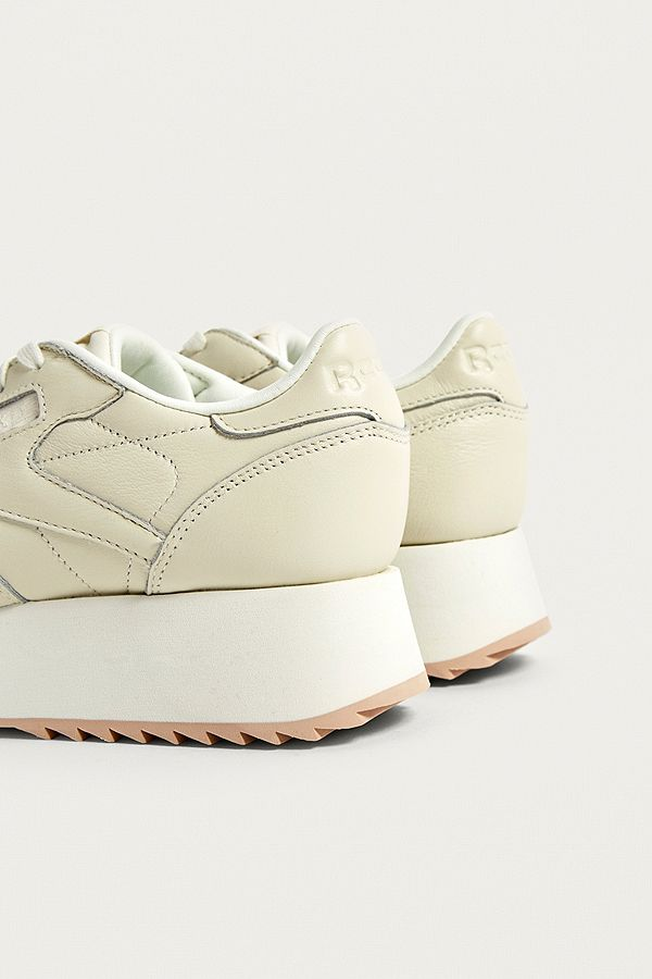 224200d0d0eb8 Slide View  4  Reebok Classic Leather Double Trainers