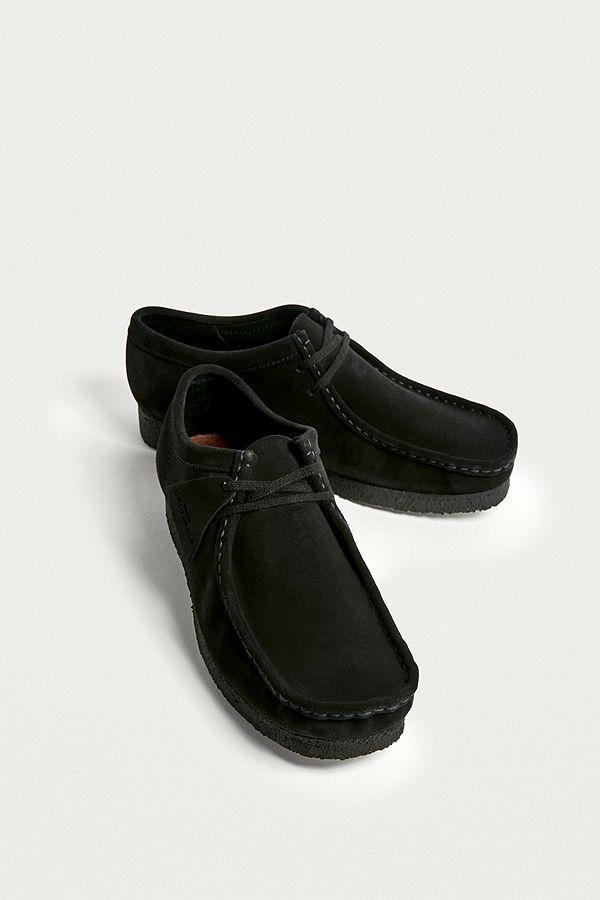 """best sneakers 4e6b3 6ed49 Clarks – Schuhe """"Wallabee"""" aus Wildleder in Schwarz"""