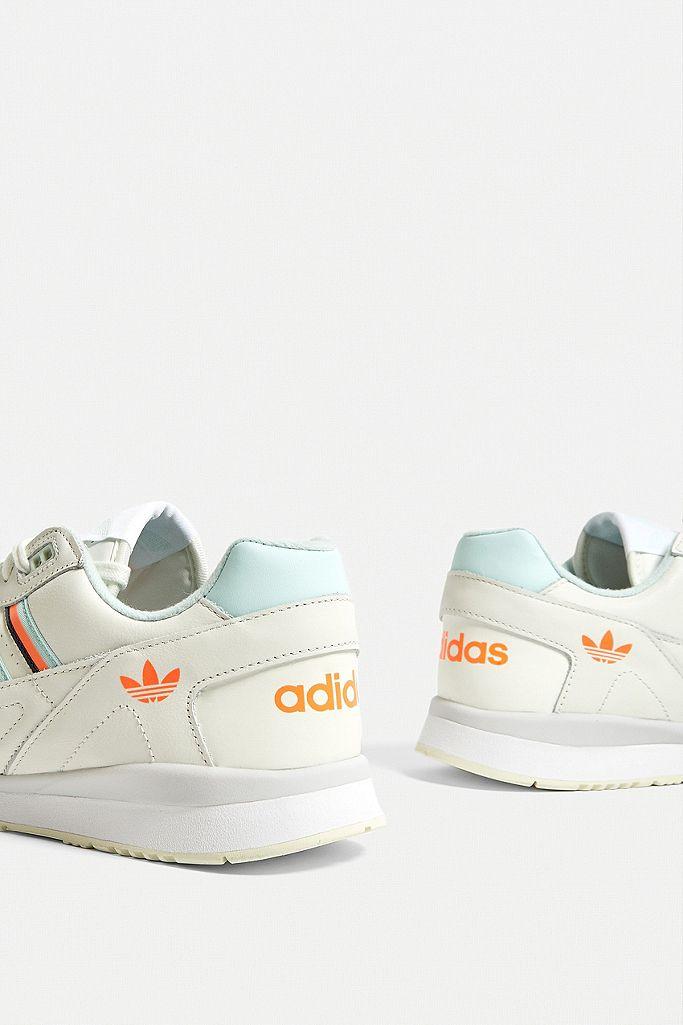 adidas Baskets de course A.R. blanches et menthe givrée