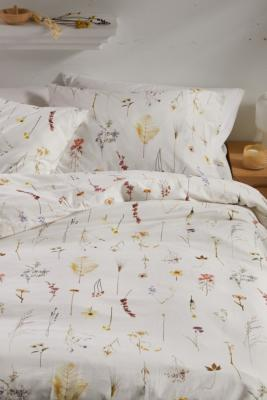 Lola Floral Duvet Cover Set With Reusable Fabric Bag Urban Outfitters Uk