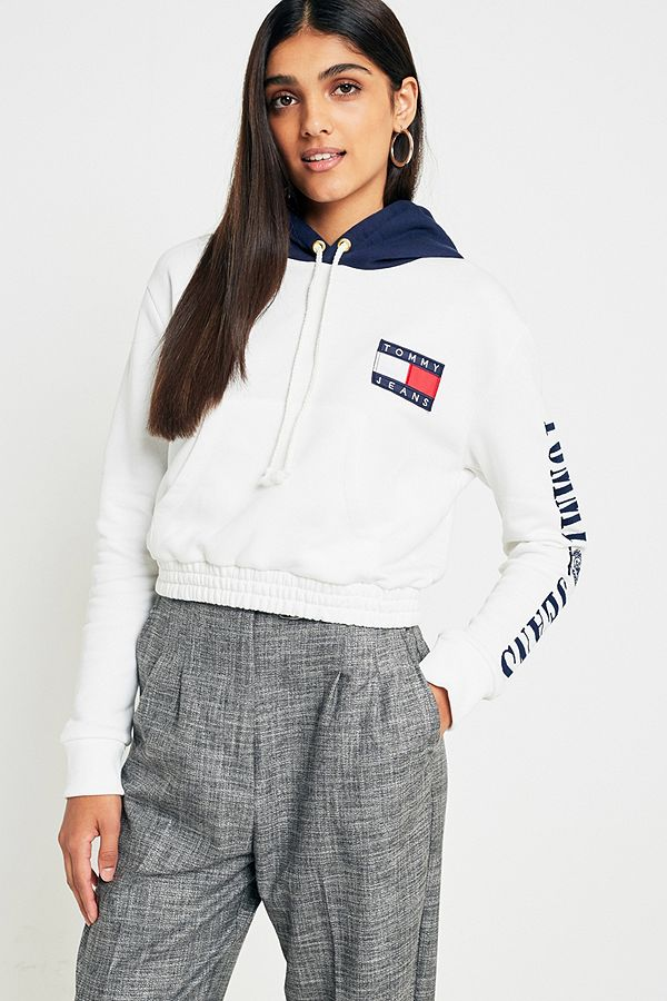 71cb12a1 Tommy Jeans '90s Cropped Contrast Hoodie | Urban Outfitters UK