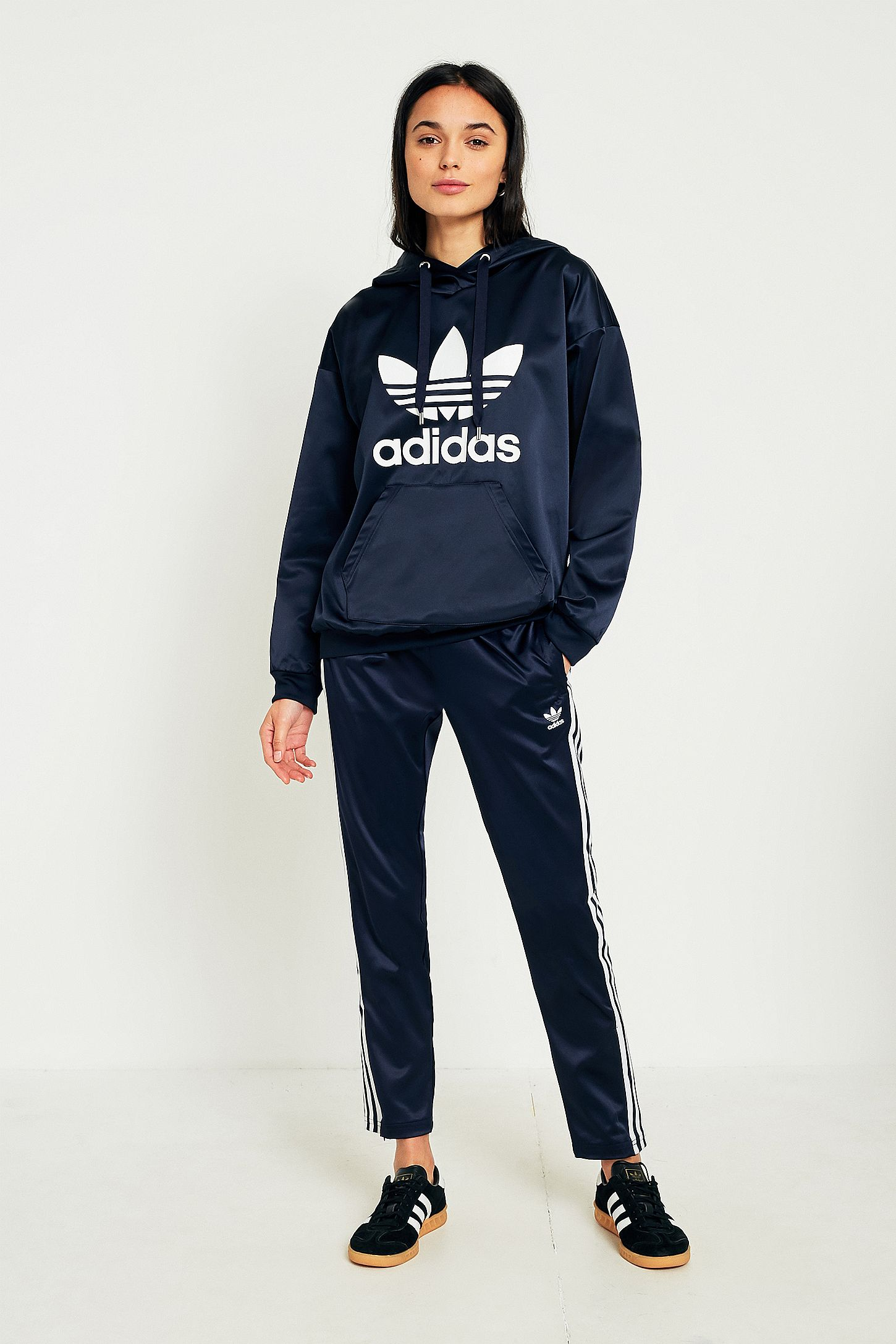 277a90f553 adidas Originals Europa Navy Satin Track Trousers | Urban Outfitters FR