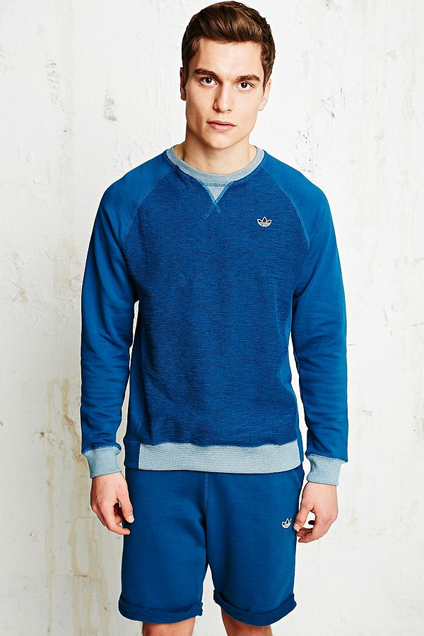 adidas – Frottee Sweatshirt in Blau mit Raglanärmeln   Urban