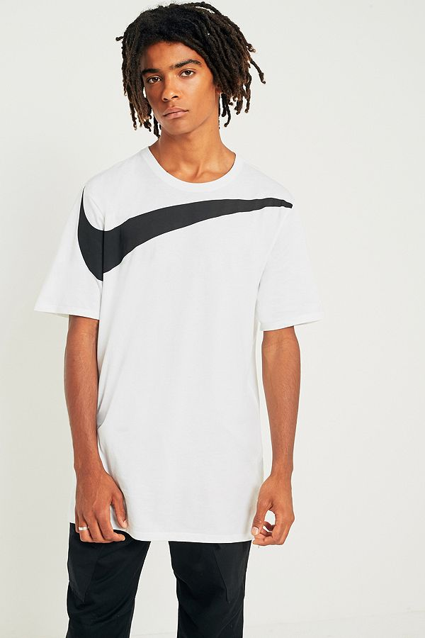 a41e354a94026 Nike - T-shirt oversize logo virgule blanc | Urban Outfitters FR