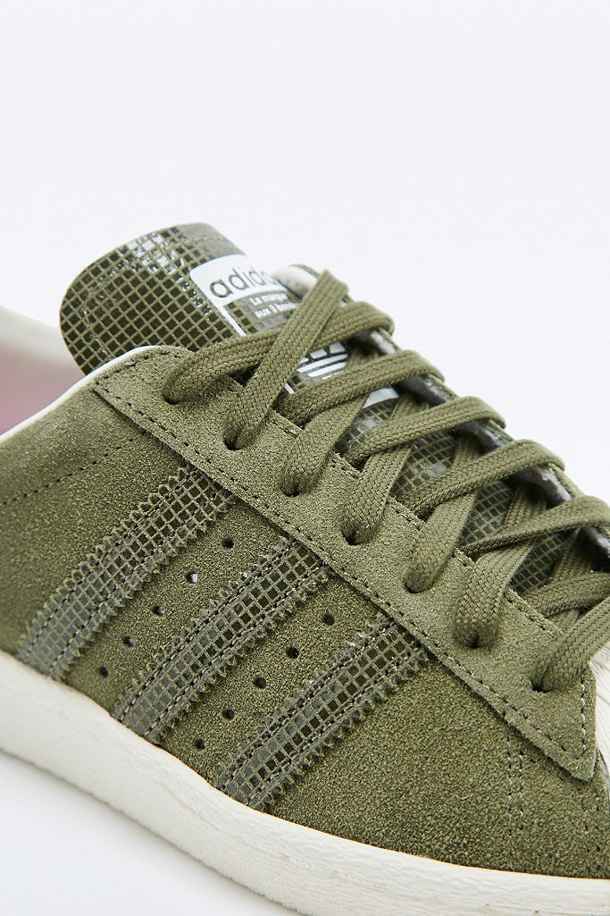 adidas Originals Baskets Superstar en daim kaki | Urban