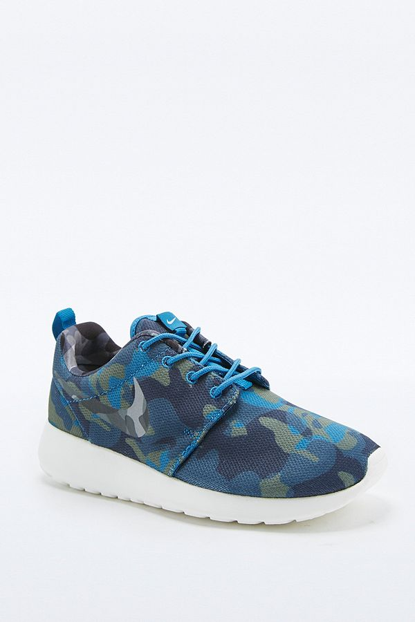 timeless design 7f012 1b13a Slide View  1  Nike Roshe Run Multi-Print Camo Trainers