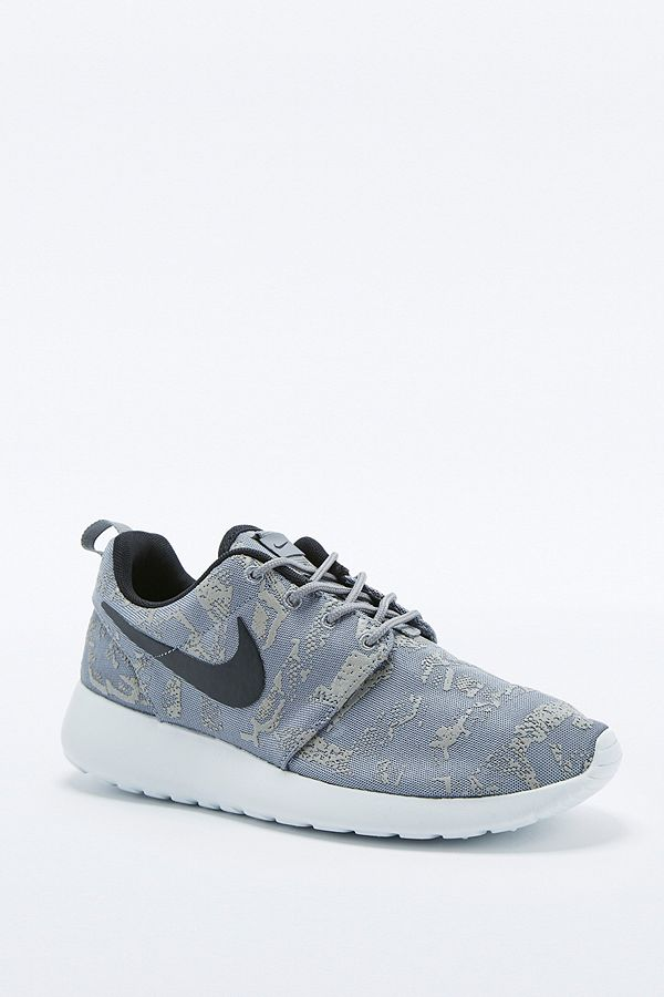 6c993b5c0dc70 Slide View  1  Nike Roshe Run Grey Print Trainers