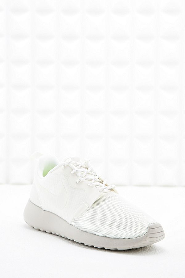 df84bd28d8e2 Nike Roshe Run Hyperfuse Trainers in White