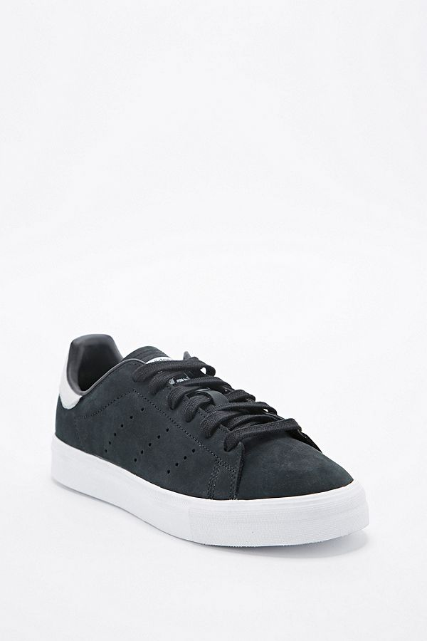 watch fd073 fc241 adidas Stan Smith Trainers in Black and White