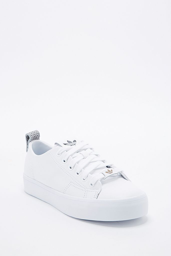 adidas Baskets basses Honey 2.0 blanches | Urban Outfitters FR