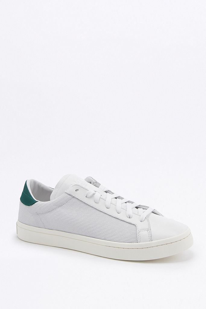 adidas Baskets Originals Court Vantage perforées blanches