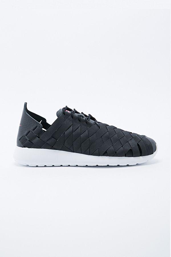 3c9df80bdfdf Nike Roshe Run Woven Trainers in Black